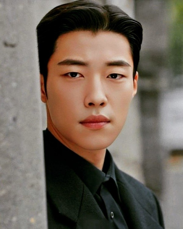 Pic 1 - Some oppas that will steal your heart with their monolid eyes!