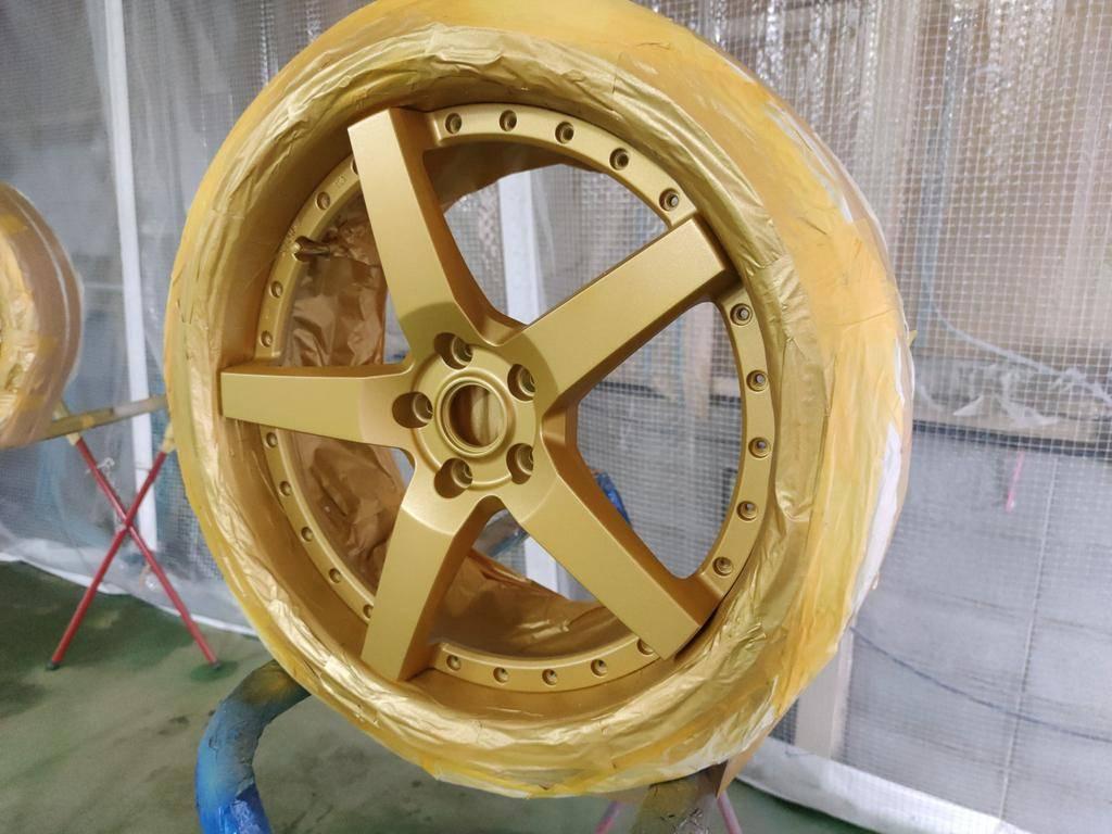 WORKホイールをゴールドへ塗装いたしました。当店ではホイールのリムガリ傷補修なども可能です。大阪のXERO