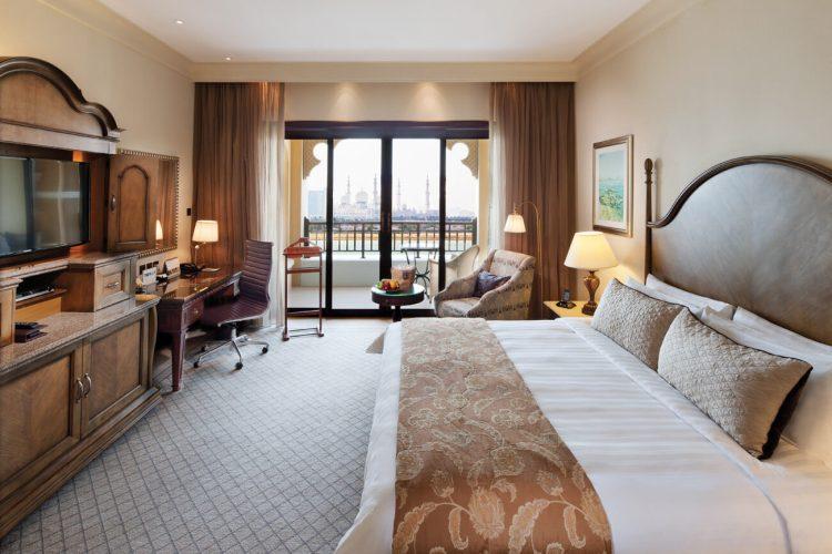 SL Abu Dhabi Horizon-Club-Deluxe-Room.jpg