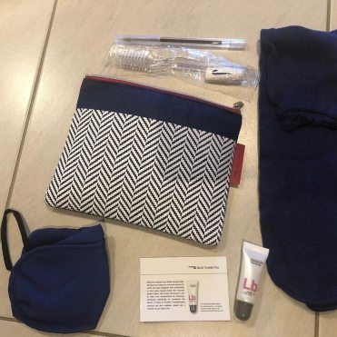 British Airways Premium Economy washbag pictures