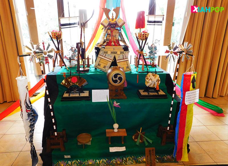 Izando nuestros Koinobori en Kodomo no hi (Día del niño) en Japón