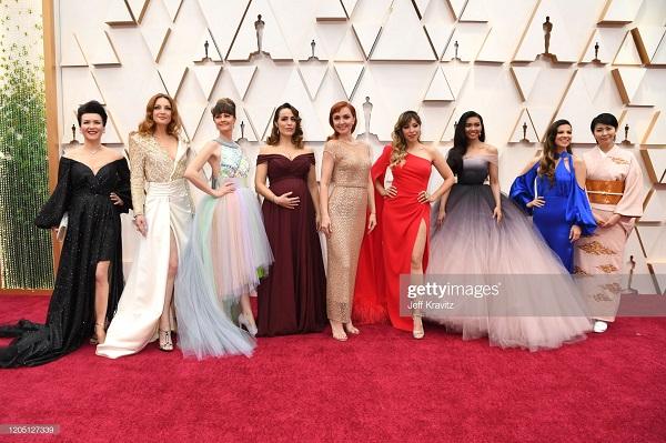 """Conoce a las voces de """"Elsa"""" de Tailandia y Japón que brillaron en los Oscars"""