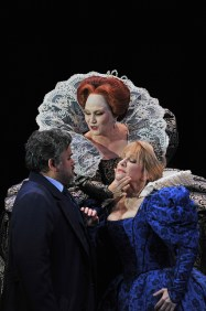 Javier Camarena (Leicester) Silvia Tro Santafé (Elisabetta) i Joyce DiDonato a MAria Stuarda al Gran Teatre del Liceu. Fotografia © A Bofill