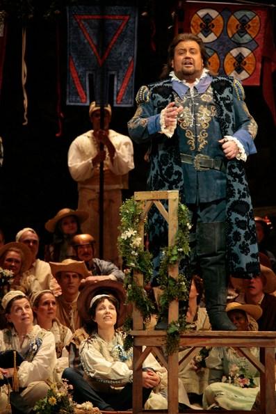 """Johan Batha (Walther von Stozing) a """"DIE MEISTERSINGER VON NÜRNBERG."""" Foto: Beatriz Schiller/Metropolitan Opera"""