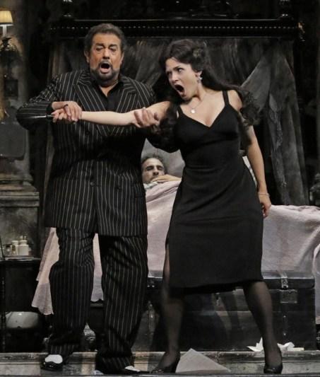 Plácido Domingo (Gianni Schicchi) i Andriana Chuchman (Lauretta) a Los Angeles 2015, producció de Woody Allen Fotografia Lawrence K. Ho / Los Angeles Times