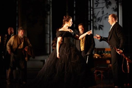 Ellie Dehn (Comtessa Almaviva) i Stéphane Degout (Comte Almaviva) a Le nozze di Figaro, The Royal Opera © 2015 ROH. Photografia de Mark Douet