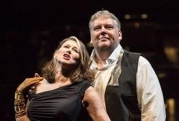 Kelly Cae Hogan as (Brünnhilde) i Mati Turi (Siegfried). Fotografia: Clive Barda