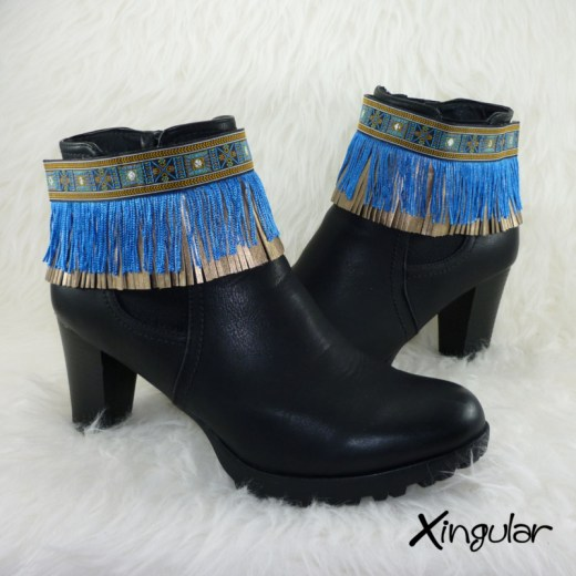 cubrebotas-tapapuntos-etnico-azul-y-plata-y-flecos-azules-par