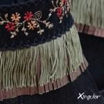 cubrebotas floral negro BN detalle