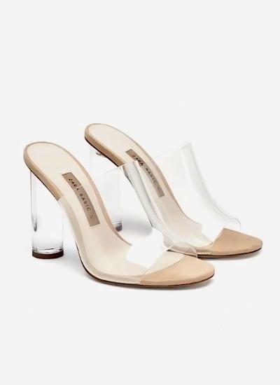 La fiebre-por-las-prendas-y-complementos-transparentes-sandalias vinilo