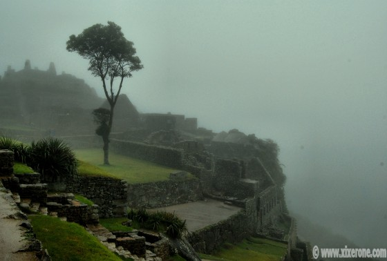 La niebla impide ver el Huayna Picchu, que está al fondo