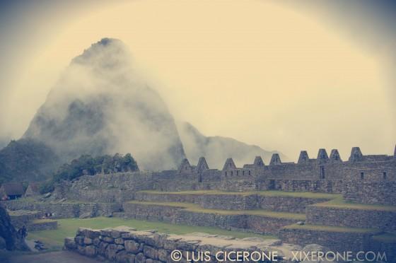 Casas y montaña del Huayna Picchu