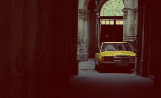 coche amarillo