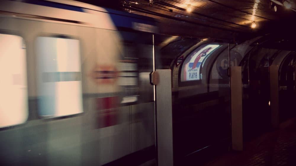 Convoy de la línea 1 circulando por Chamberí