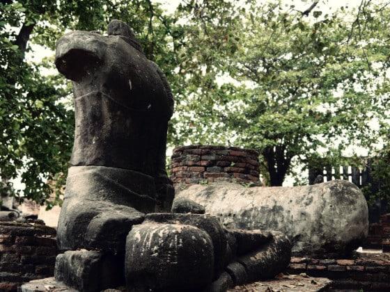 Wat Mahathat - Buda decapitado