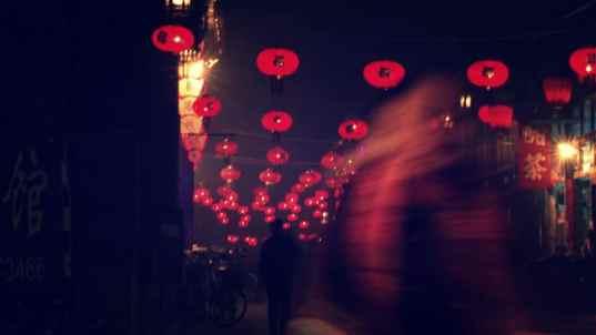 Ciclista nocturna en Pingyao