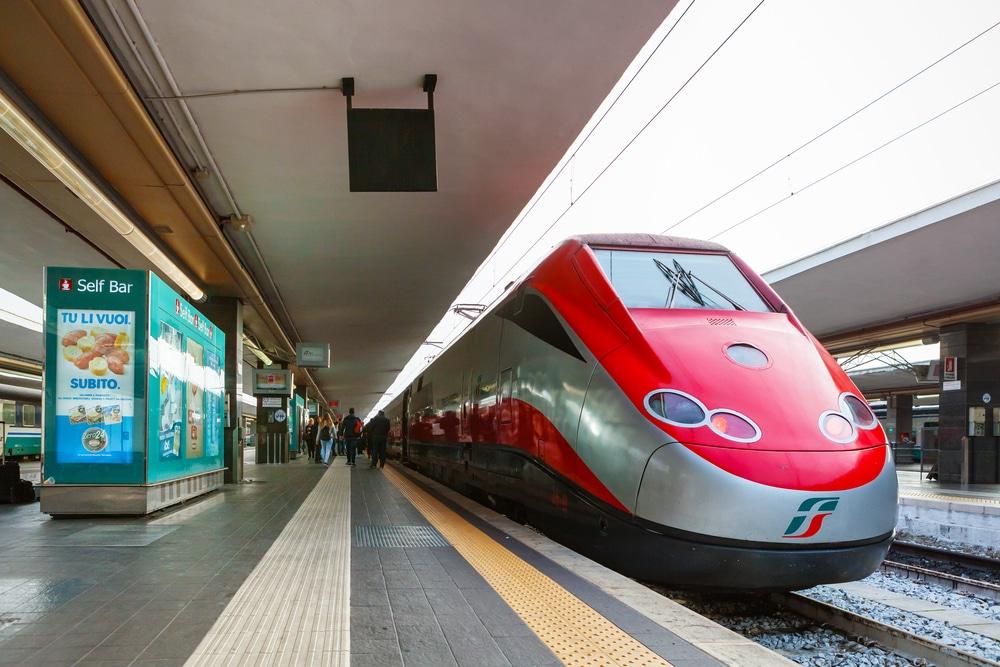 Alojarse cerca de la estación central de trenes de Nápoles