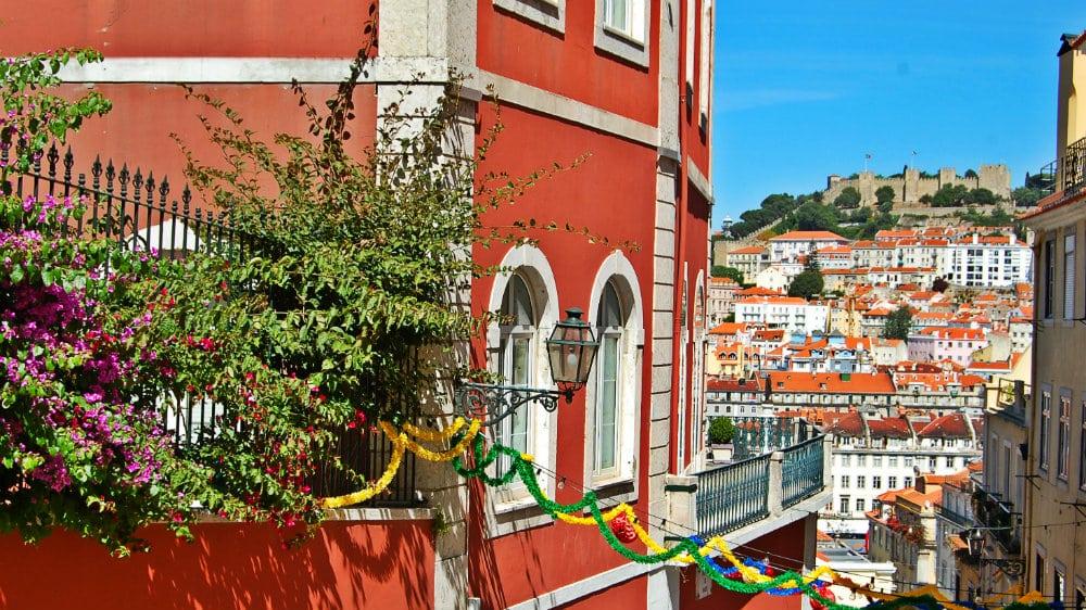 Lisboa - Barrio Alto y Castillo de San Jorge en la distancia