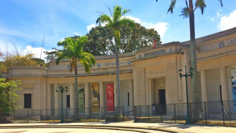 Fachada del Museo de Ciencias de Caracas - Plaza de los Museos