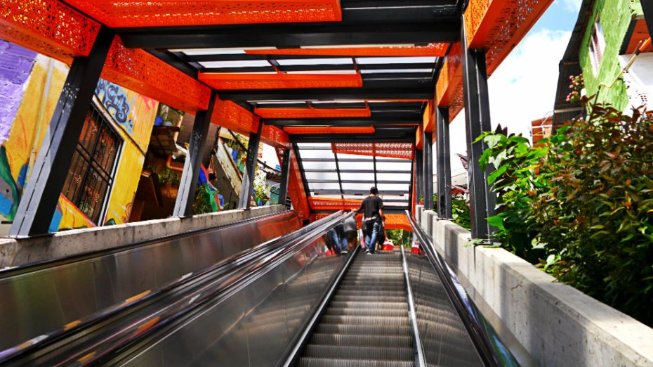 Escaleras mecánicas de la Comuna 13 - Medellín