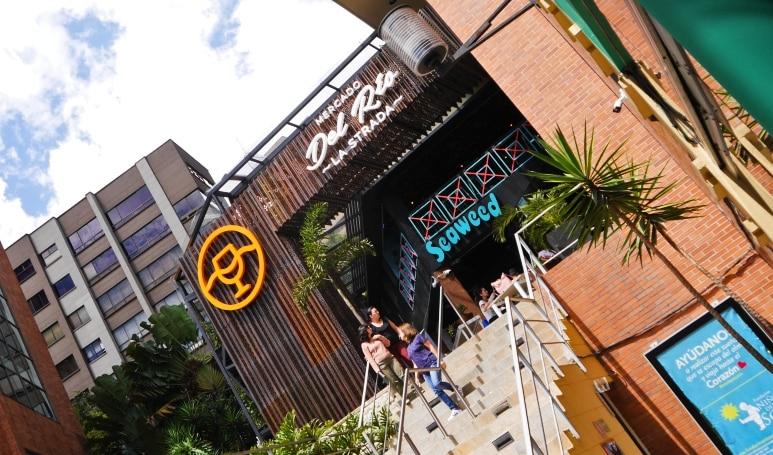 Entrada del Mercado del Río La Strada - Qué hacer en El Poblado, Medellín
