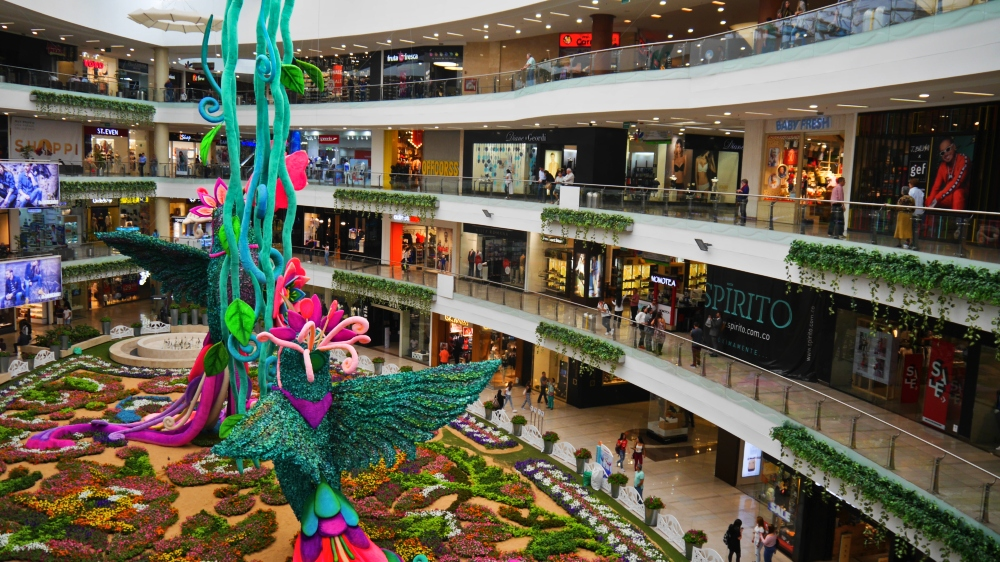 Interior del Centro Comercial Santafé - El Poblado, Medellín