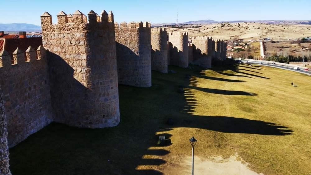 Qué ver y qué hacer en Ávila, España - Muralla medieval de Ávila