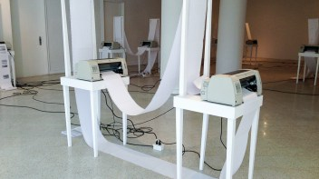 10 impresoras, papel y mobiliario
