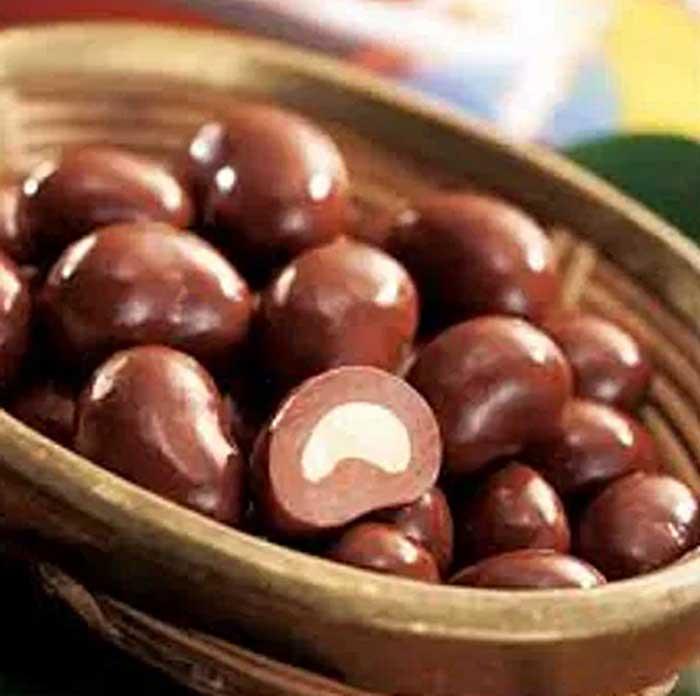 Suguhan gurih dari kacang Mete Cokelat