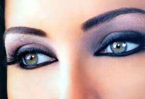 Modele machiaj ochi semi albastrui