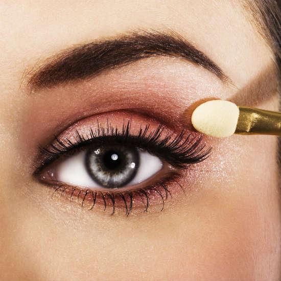 Farduri maro pentru machiajul ochilor de culoare gri