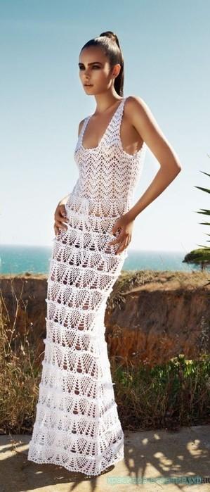 Белое платье в пол крючком