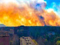 «Ситуация опасная». Пожар в Чернобыльской зоне достигает хранилища радиоактивных отходов