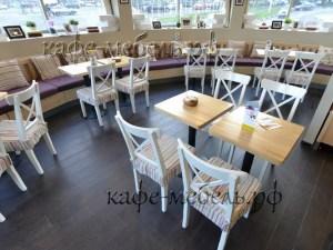 деревянная мебель в детском кафе