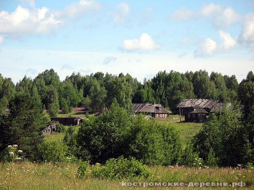 Деревня Зикеево издалека. Фото 2007 года.