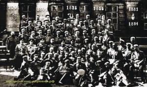 Николай 2 среди офицеров Пултуского полка