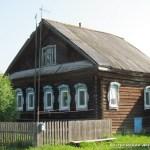 Дом в деревне Селище.