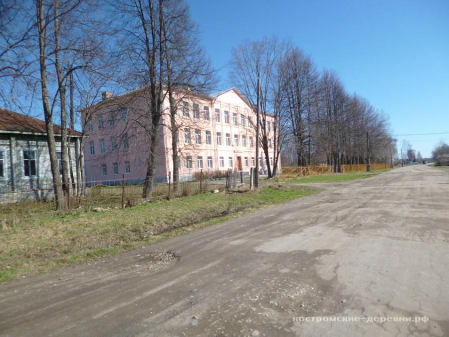 Здание ореховской школы.