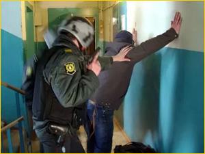 Задержание квартирного вора в подъезде дома
