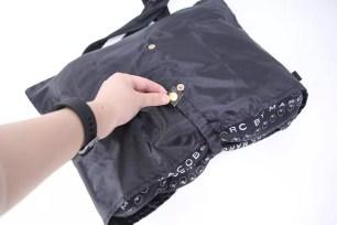 雨天也不用怕包包淋濕的「精巧包包套」