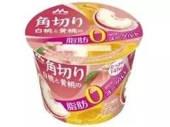 森永 角切り白桃と黄桃の脂肪0ヨーグルト カップ145g