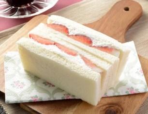 可不是只有鹹口味!冬季限定便利商店「草莓三明治」3選♡