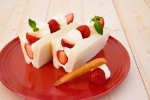 BROTHERS Café X高級吐司專售店 嵜本的聯名餐點「滿滿都是草莓的水果三明治」