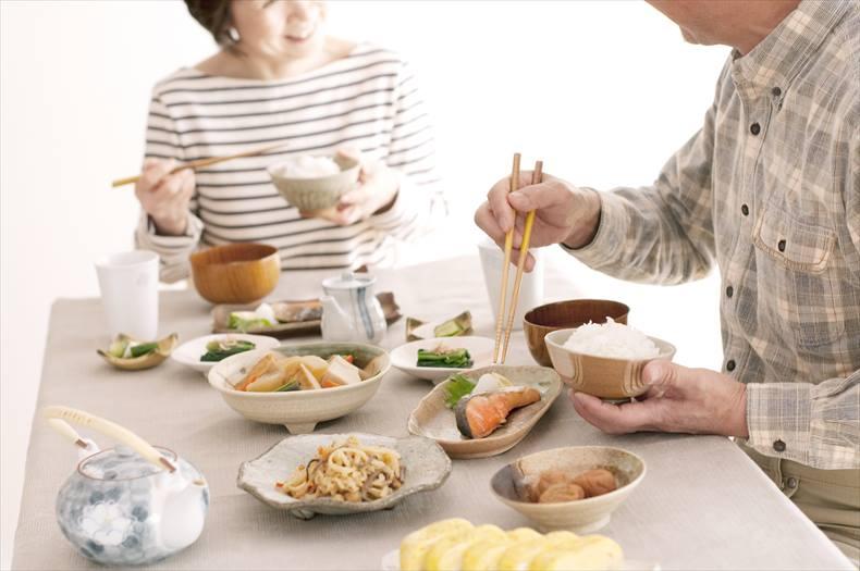 低たんぱく宅配食を食べる夫婦