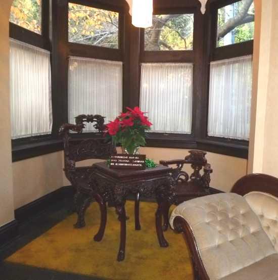 風見鶏の館の家具