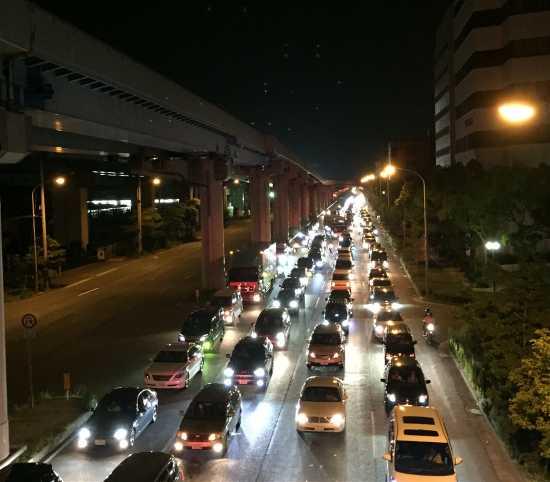 港島トンネル渋滞