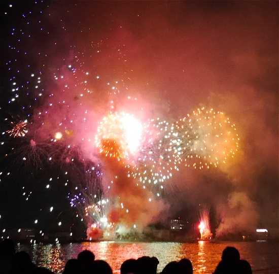 みなと神戸海上花火大会 レインボー