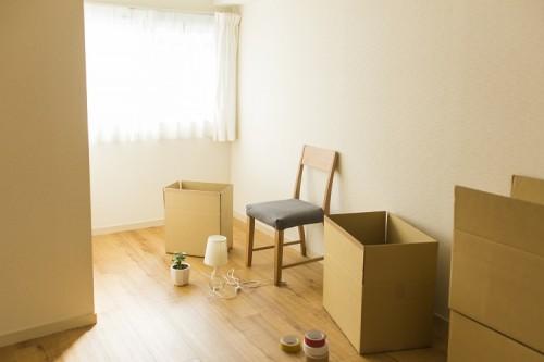 引越し作業中の部屋