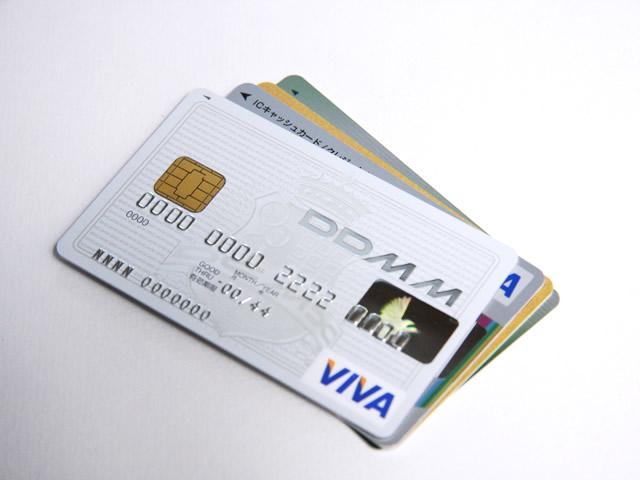 重なっているクレジットカード
