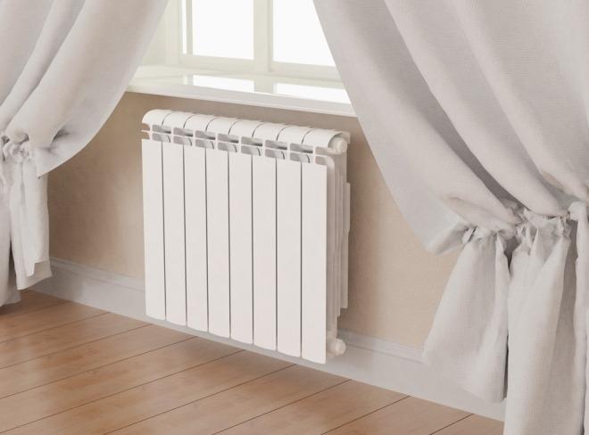 Radiadores de aquecimento de alumínio ou aço para uma casa privada